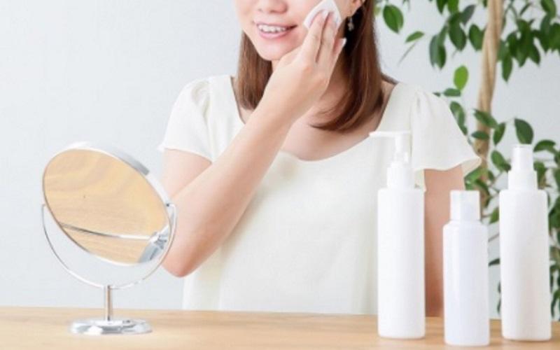 化粧水とクリームだけのスキンケアはOK?順番に別の化粧品も使った方がいい?
